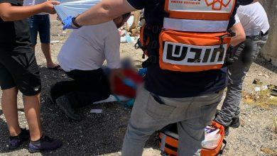 Photo of תעלומה בקריית אתא: ילד בן 13 נמצא מוטל עם פגיעת ראש ומעורפל הכרה בשטח פתוח ברחוב הדקלים. לא ידוע מי גרם לו לפגיעה