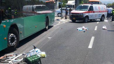 Photo of רוכבת אופניים בת 65 נפגעה באורח קשה מאוטובוס בדרך עכו בקריית ביאליק