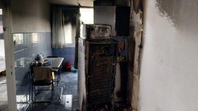 Photo of לפני כשעה- דירה ברחוב ביכורים בקריית אתא, נשרפה כליל. בתחילה, היה חשש ללכוד בדירה