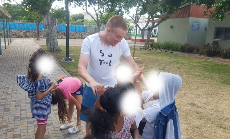 Photo of התנדבות מרגשת של בוגרי מכללת קריית ביאליק לטובת הקהילה, גם אחרי סיום לימודיהם