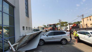 Photo of שני פצועים, אחד קשה, כתוצאה משלט שנפל עליהם בעקבות תאונה ברחוב יוסף לוי בחיפה