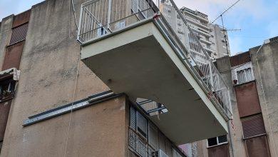 Photo of טרגדיה בחיפה: אישה נפלה אל מותה מחור שנפער במרפסת ביתה, שעוברת שיפוצים, ברחוב קניאל בשכונת הדר