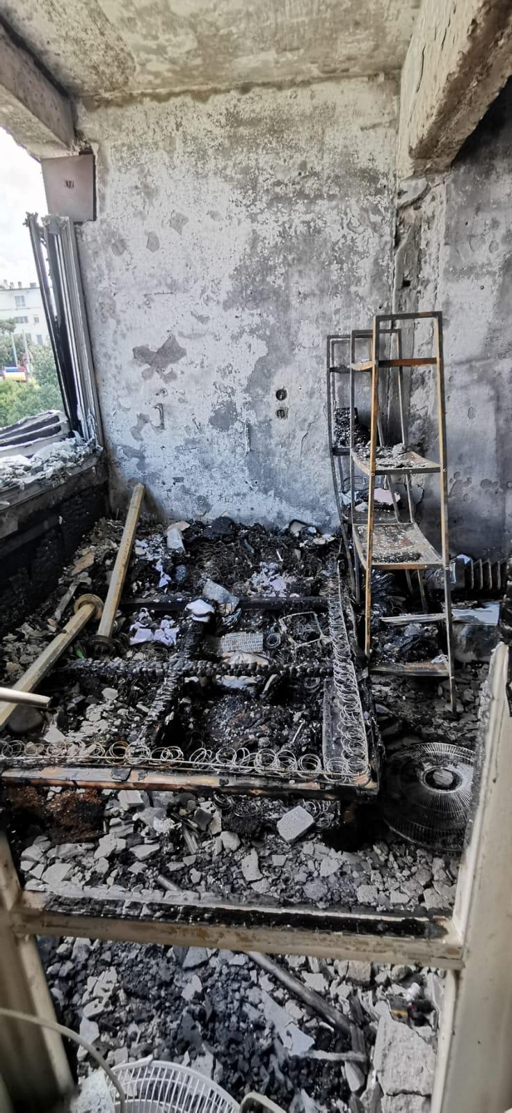 נגע ללב. הבית השרוף. צילום עצמי