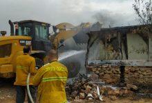Photo of המשטרה וכיבוי אש החלו להשיב תושבים לבתיהם בישוב גנות, לאחר השריפה הגדולה שפשטה לפנות בוקר ממפעל הדבש לעבר הבתים במקום