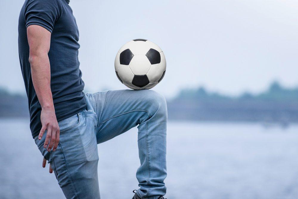 הקפצות כדור ברגל. צילום פיקסביי PIXABAY