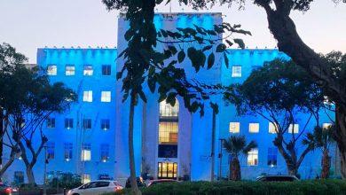בניין העירייה מואר בכחול. קרדיט צילום: ראובן כהן, דוברות עיריית חיפה