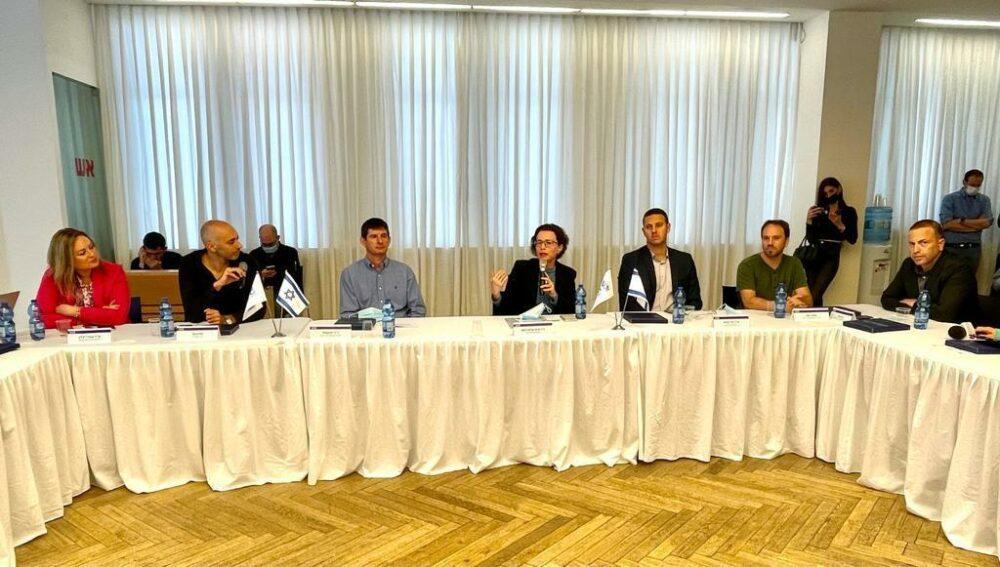 הצגת פרויקט קאשבק - צילום ראובן כהן דוברות עיריית חיפה