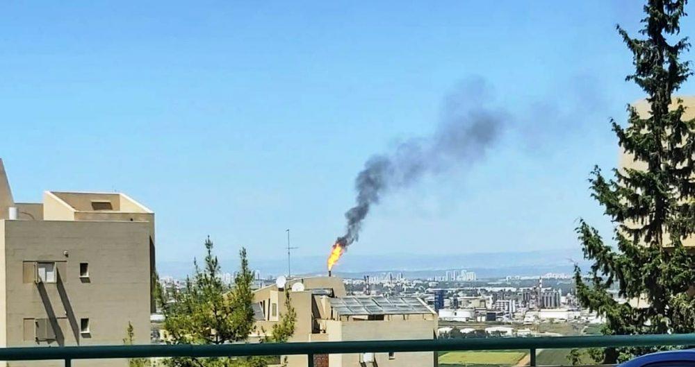 """שוב עשן מבז""""ן. צילום טל שוסטק"""
