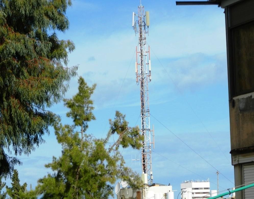 מקורות הקרינה הבלתי מייננת. גם אנטנה. צילום איגוד ערים לאיכות הסביבה מפרץ חיפה